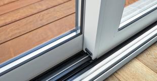 Quels matériaux choisir pour sa porte-fenêtre ? Les avantages et inconvénients